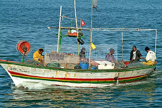 djerba;houmt;souk;ile;jerba;mer;barque;bateau;peche;pecheur;�conomie;
