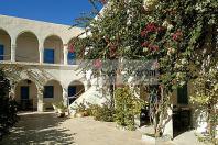 djerba;houmt;souk;ile;jerba;architecture;musulmane;caravanserail;foundouk;medina;hotel;interieur;cour;