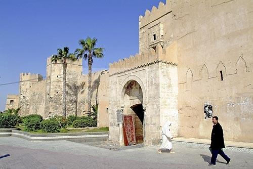 sfax;medina;rempart;porte;enceinte;architecture musulmane