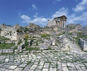 architecture-antique;antiquite;romain;dougga;forum;capitole;rue