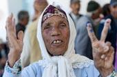 Les électeurs aux urnes
