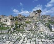 architecture-antique;antiquite;romain;dougga;forum;capitole;rue