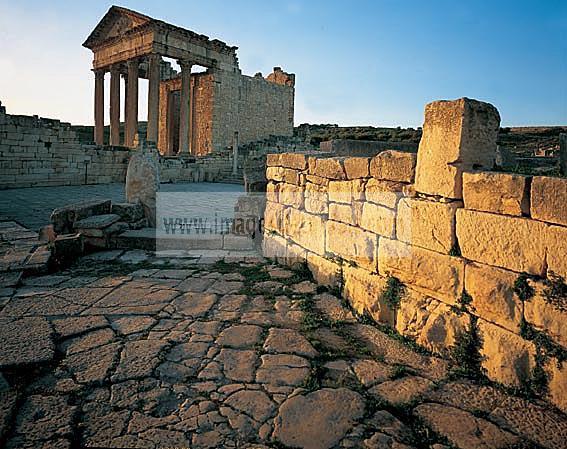 architecture;antique;antiquite;romain;dougga;capitole;temple;place;