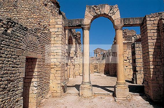 architecture;antique;antiquite;romain;dougga;frigidarium;thermes;