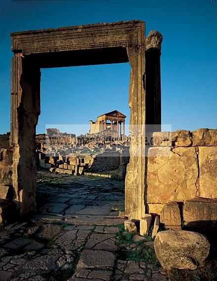 architecture;antique;antiquite;romain;dougga;forum;capitole;rue;