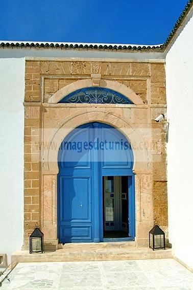 village;porte;tradition;architecture musulmane;maison;Palais;hotel;Sidi Bou Said