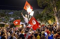 Le peuple fête la victoire de Saied
